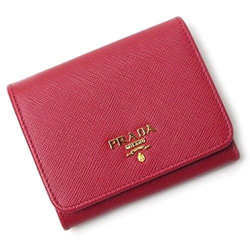 かぶせ蓋タイプの三つ折り財布