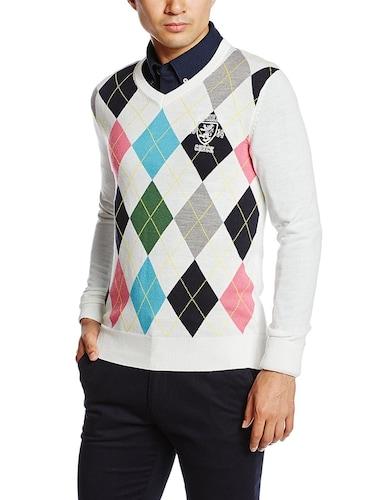 襟付きシャツとセーターのコーデ
