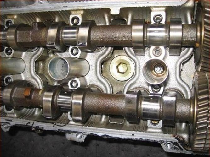 定期的にオイル交換を行ったエンジン内部