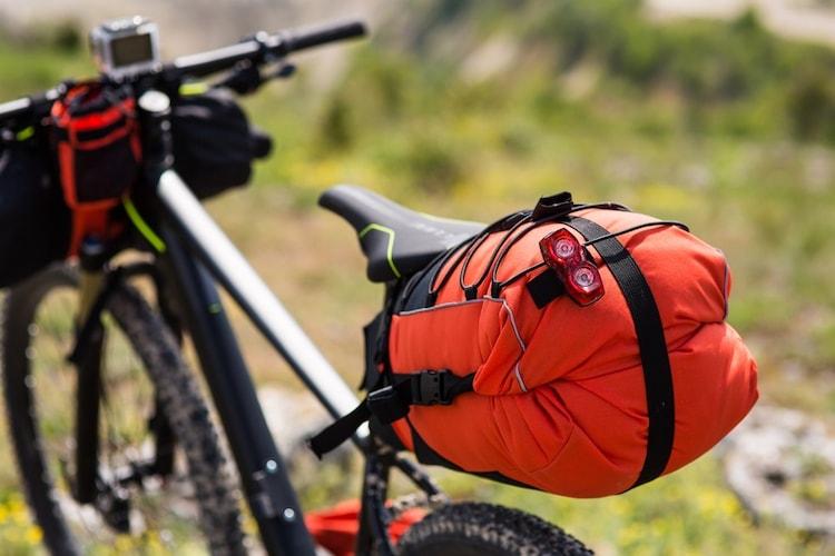 ▼サドルバッグ|種類が豊富で、運転の邪魔にもなりにくい!