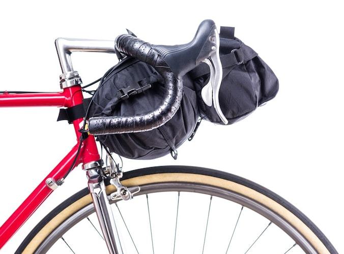 ▼フロントバッグ|降りずに荷物を出し入れできる!