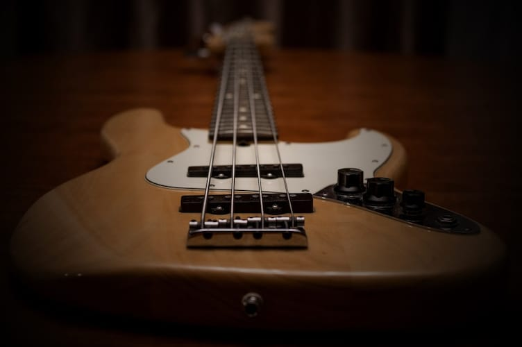 jazz bass pickup layout
