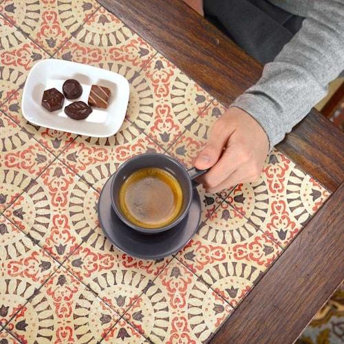 アンティークタイル柄テーブル