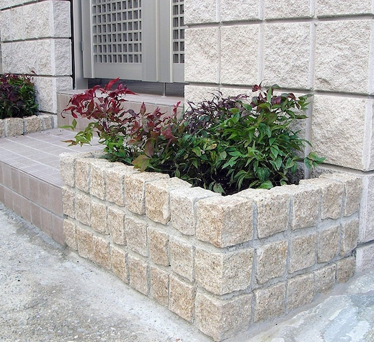 ピンコロ石を使用した花壇