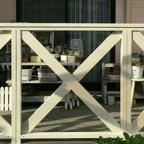 塗装されたフェンス