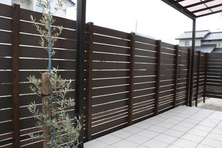 目隠しとしても使えるフェンス