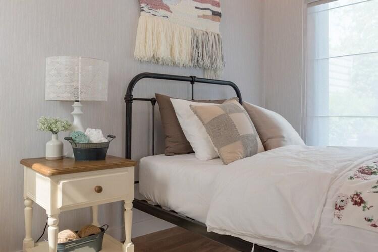 形状|強度と安定感のある「棚型」はベッドサイドに最適