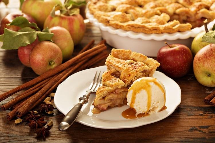 料理に 地元ではアップルパイやタルトにも