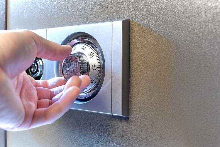 施錠方法2|鍵を持ち歩く必要がないダイヤル式