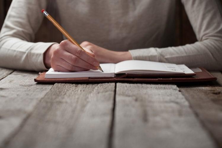 綺麗に字を書きやすいソフトタイプ、速く書きたいならハードタイプ