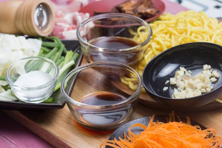 味わい|辛口ソースは関東風の細麺、甘口ソースには中太・太麺の関西風