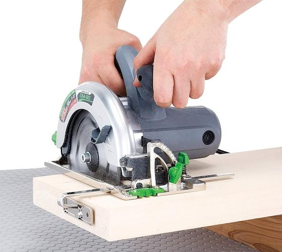 卓上スライド丸ノコ|卓上丸ノコの腕が前後に動き、様々な物を高精度で切れる