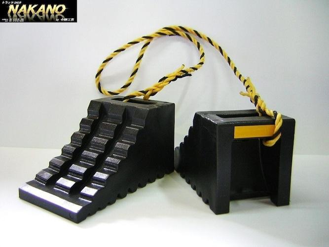 素材 軽量なプラスチック製、耐久性がある金属製、グリップ力の高いゴム製