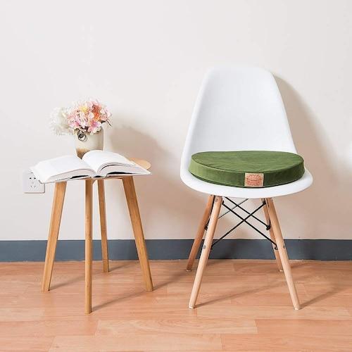 目安|厚みは5cm前後が一般的、椅子に適した形を