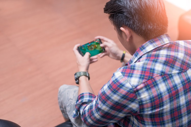 カタンはスマホ・PCでオンライン対戦できる!