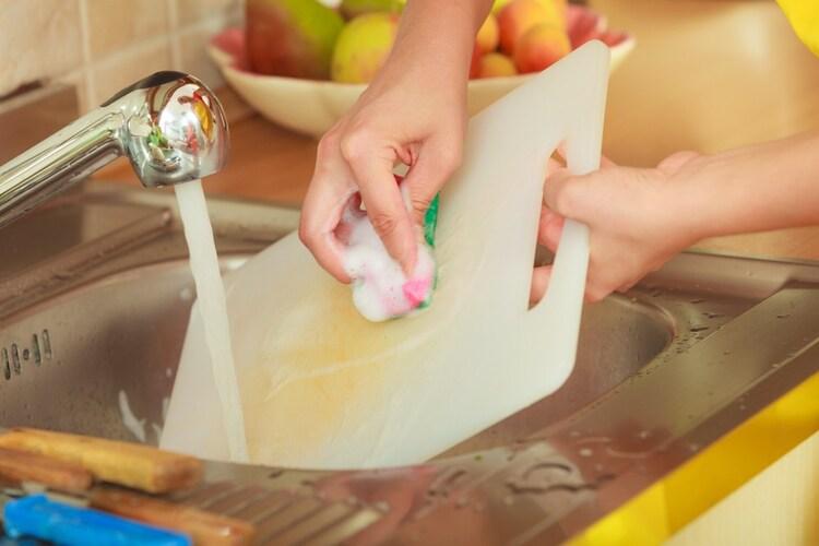 プラスチック製まな板の洗い方
