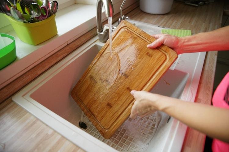 洗い方|漂白剤はNG、食器用洗剤と熱湯で消毒