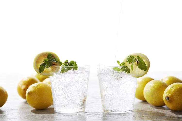 色 製菓用に最適な「緑の着色タイプ」・お酒の色を邪魔しない「透明タイプ」