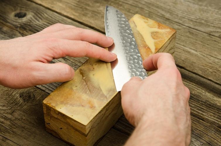 正しい包丁の研ぎ方と「刃の黒幕」の使い方