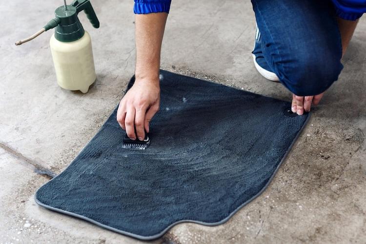 フロアマットや床面の掃除方法