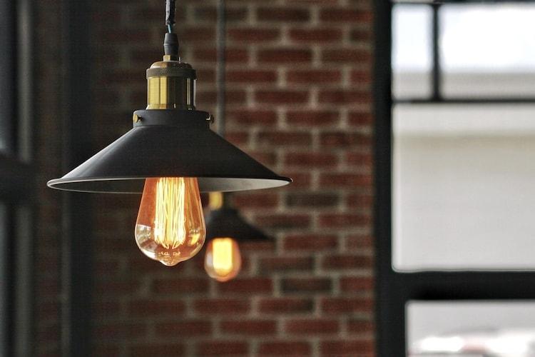 ■ヴィンテージライトとオレンジ照明で雰囲気をアップ■