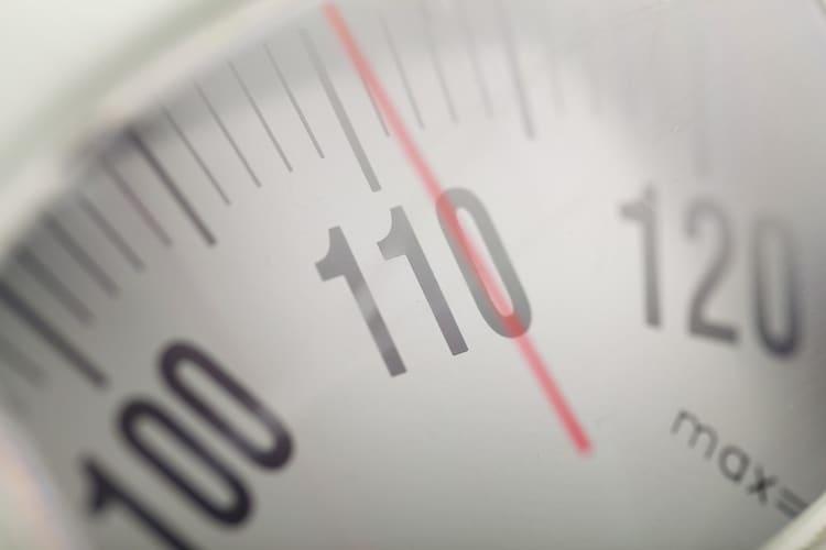重さ|小学生以上は5kg以上・子供の遊び用には1~5kg程度を目安に考える