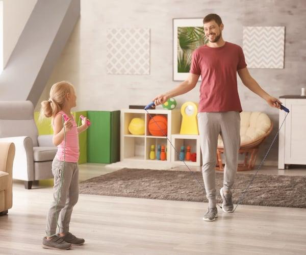 お子さんと、ご自身のトレーニングに!縄跳びの技を簡単に紹介!