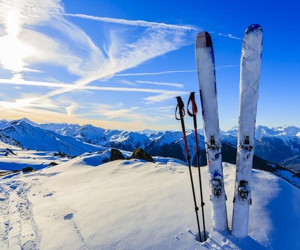 スキー板の寿命は?メンテナンス方法も紹介
