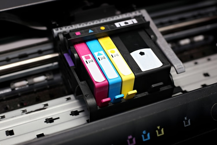 インク|文字印刷に「顔料」・写真やイラスト印刷に「染料」