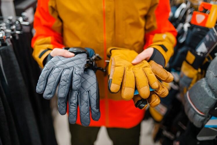 手・手首|薄手のインナーグローブで指先を寒さから守る