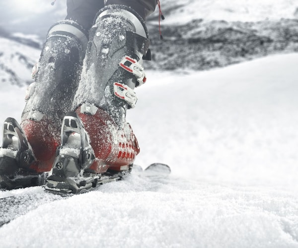 シェル硬度(フレックス)|スキーブーツの使用目的に合わせて硬さを選ぶ