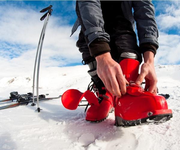 スキーブーツを履いて痛く感じたときは?