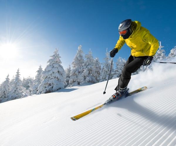 競技スキーには硬めで細めのブーツがおすすめ!