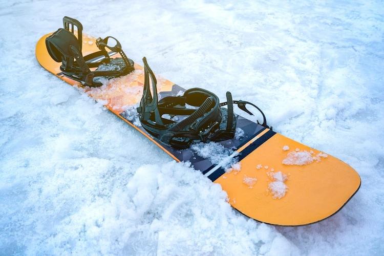 スノーボードビンディングとは