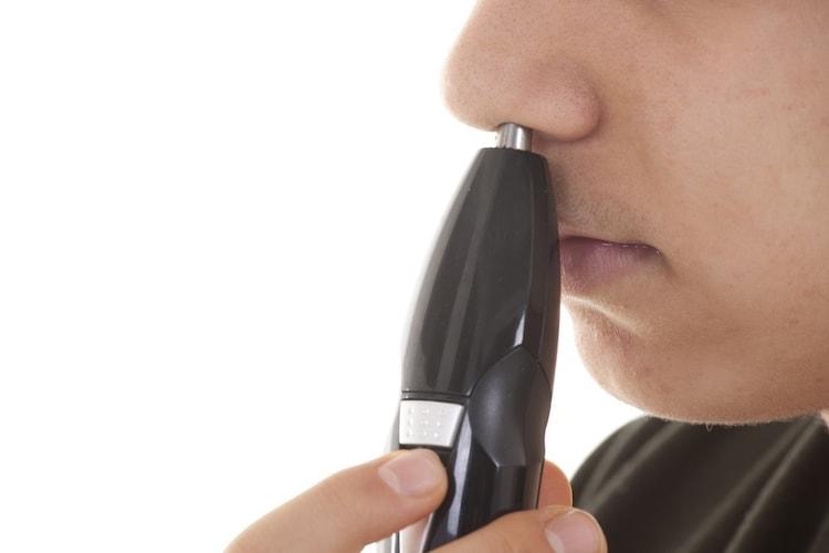 鼻毛カッターの使い方