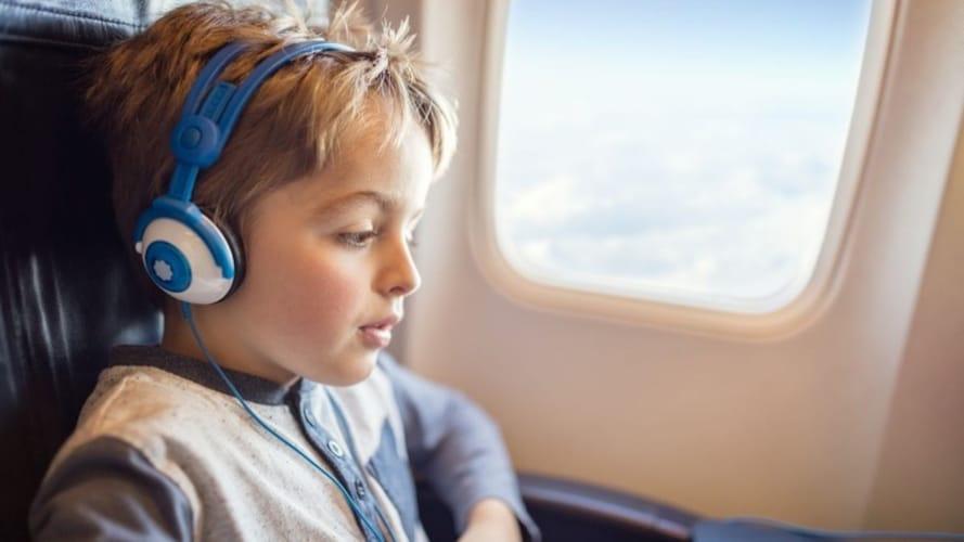 ▼ノイズキャンセリングヘッドホンは飛行機内での使用に最適