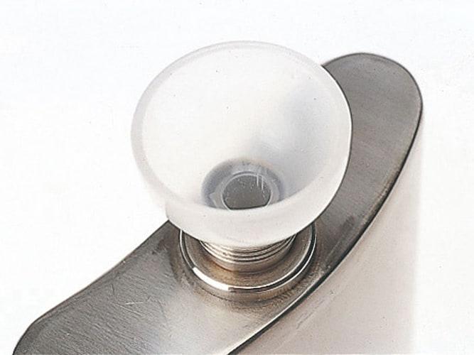 付属アイテム|小さな注ぎ口にも便利な漏斗は必須