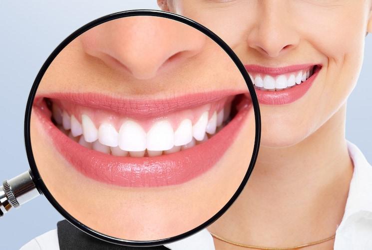 サイズ 奥歯や歯の際まで見るなら拡大鏡のついたものが◎