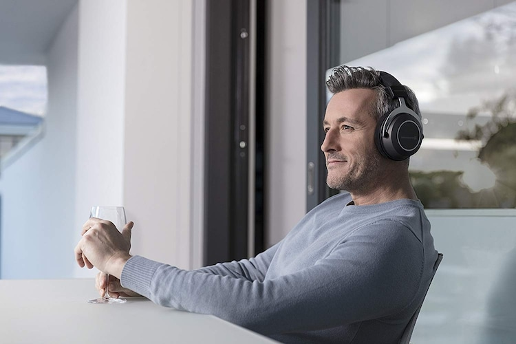 ▼オーバーイヤー型 遮音性が高く、音楽に集中できる!