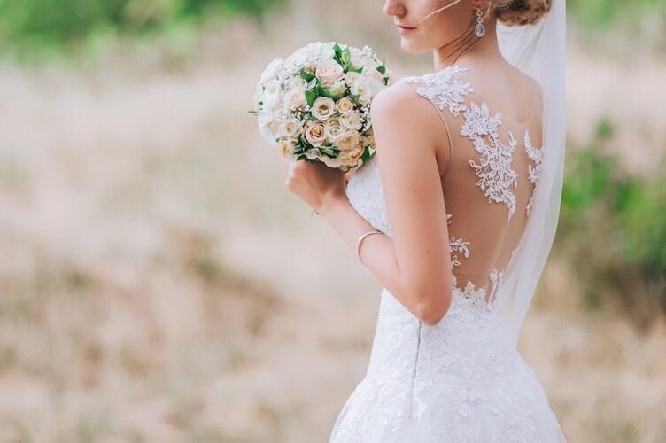 ・結婚式などのパーティーシーンに