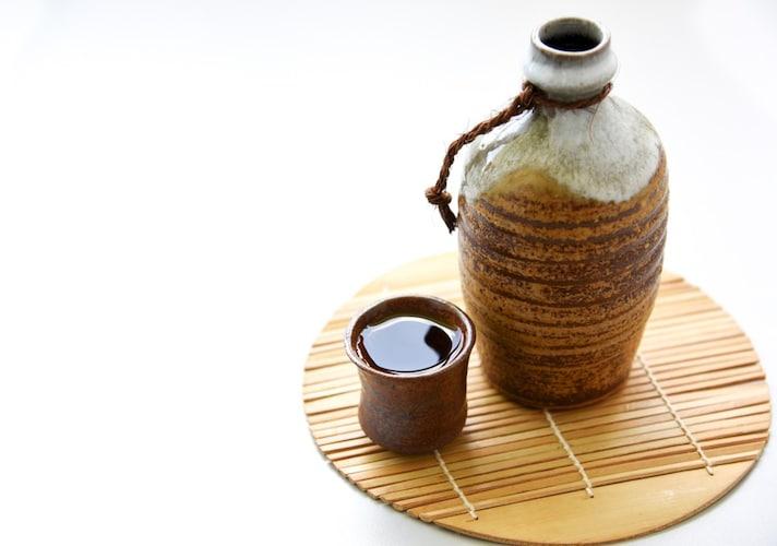 「醇酒」には陶磁器など純和風のものを