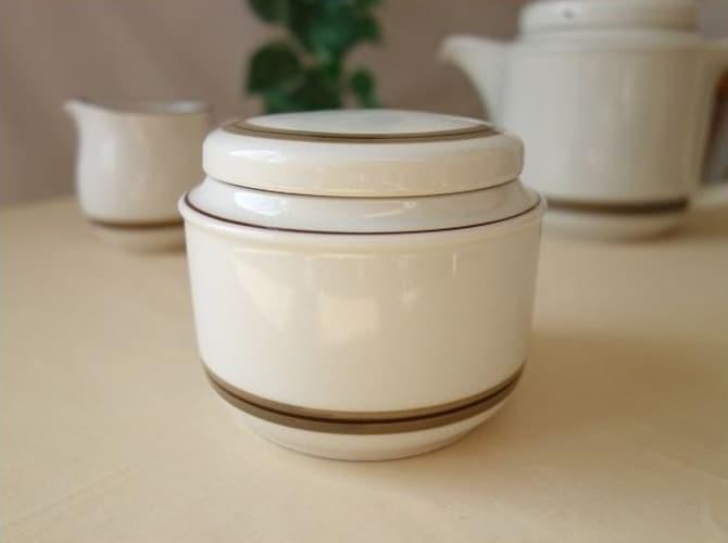 【陶器製】気密性が高く砂糖が固まりにくい