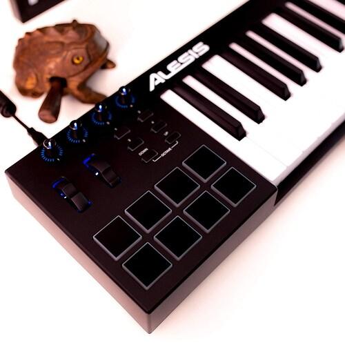 ▼鍵盤が弾けない方もトランスポートボタンでDAWが操作できる