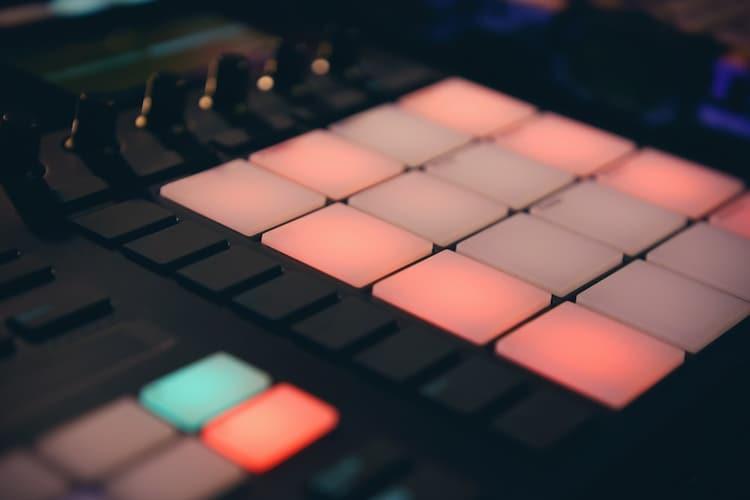 MIDIコントローラーとは?その特徴やメリットをチェック!