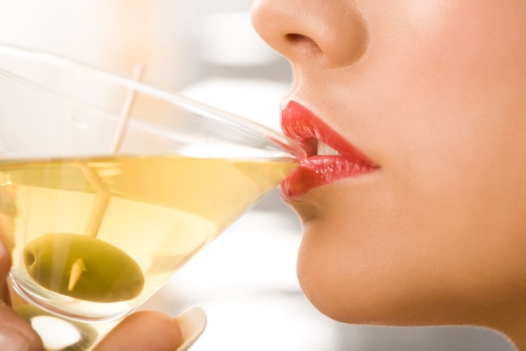 グラスの薄さ|薄いとシャープな味わい、厚いと丸みを感じる味わいに