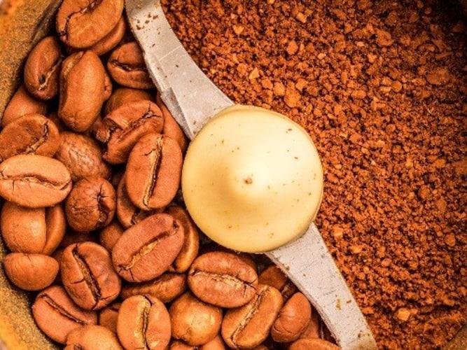 豆の粉砕方法|プロペラ式は手軽、フラットカッター式とコニカル式は本格派