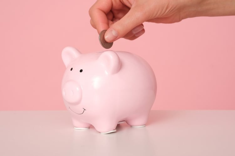 コスト面|日常的に使うならプチプラ、品質重視ならデパコスなもの