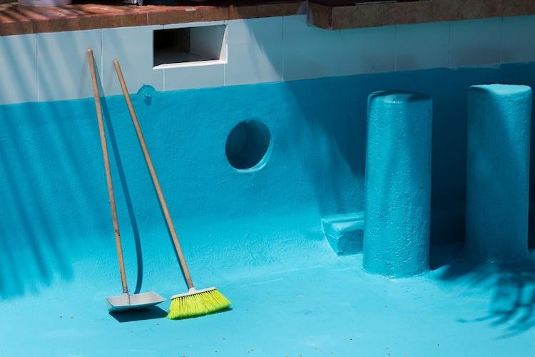 ▼天然素材|水を含みプールやお風呂掃除に