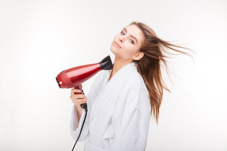 髪を乾かす|髪を痛めないように注意してケアを
