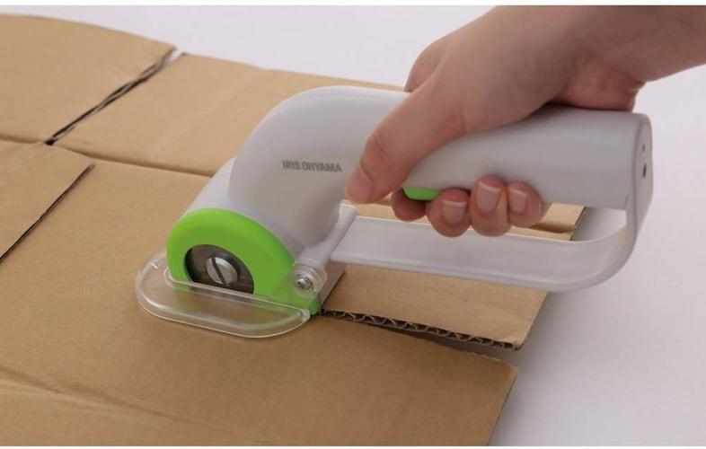 手動・電動|家庭で段ボールを切るなら手動タイプ、業務用なら電動タイプ